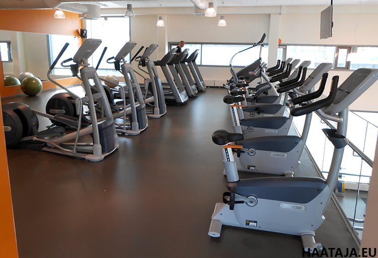 Figure Fitclubin yläkerrassa sijaitsee paljon aerobisia laitteita