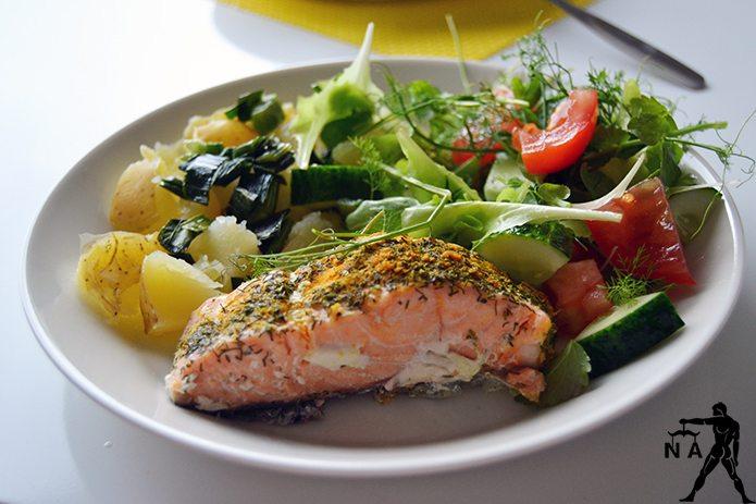 Lohta, perunoita ja salaattia