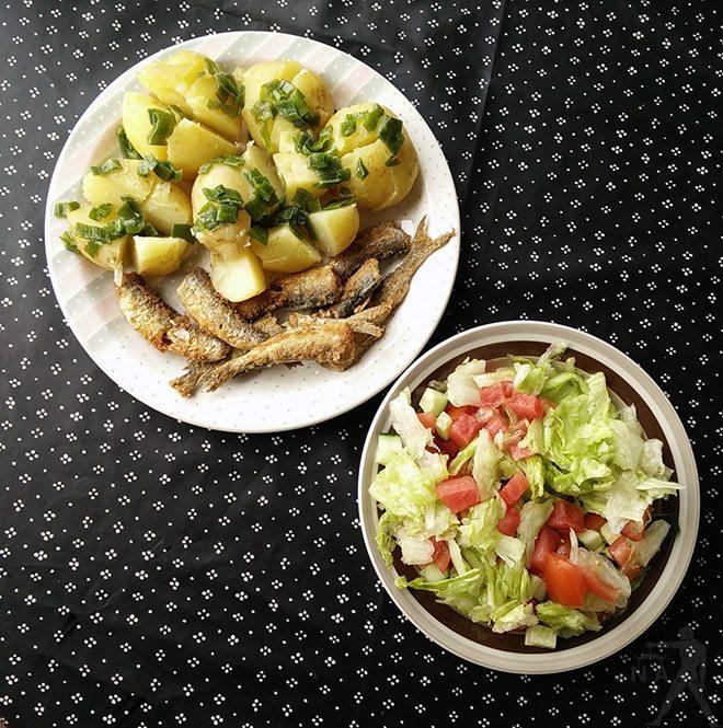 Muikkuja ja salaattia